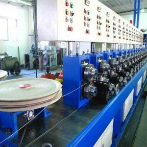El proceso de trefilado del alambre galvanizado se hace a través de la maquina trefiladora