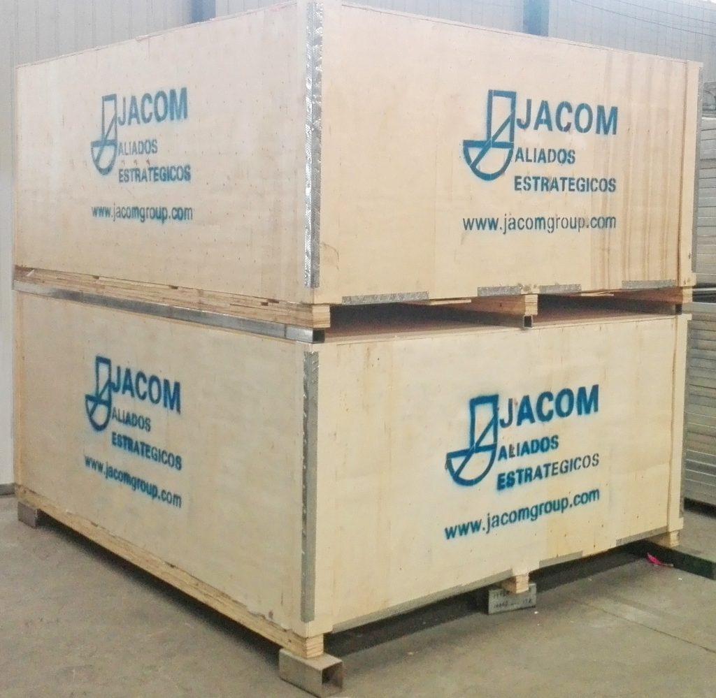 REJACOM empacada y sellada en cubierta de madera resistente con plástico entre cada reja, que protege el producto hasta su destino