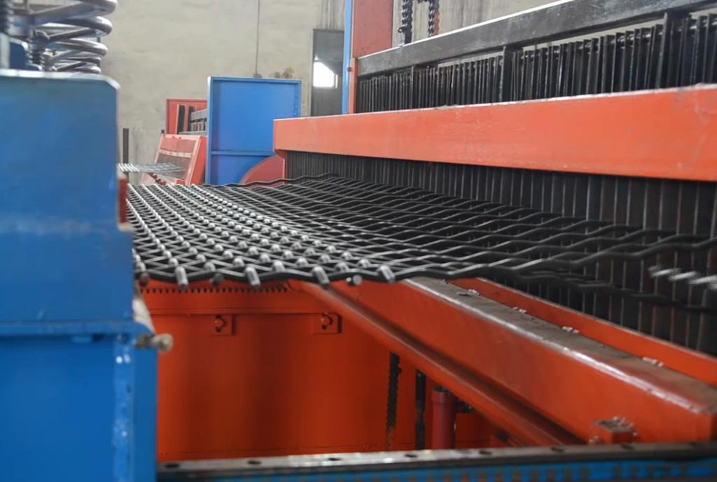 maquina fabricante de malla criba o malla para zaranda